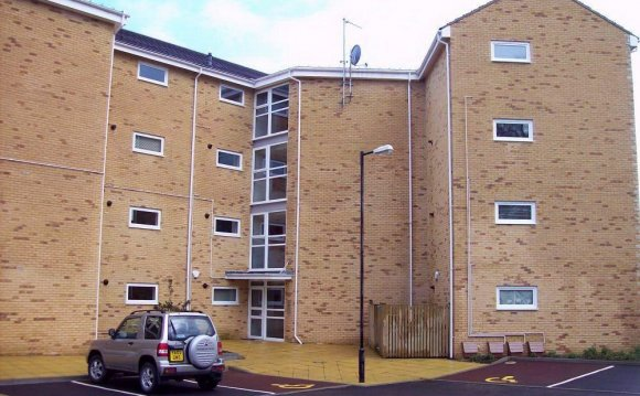 2 bedroom flat to rent in The